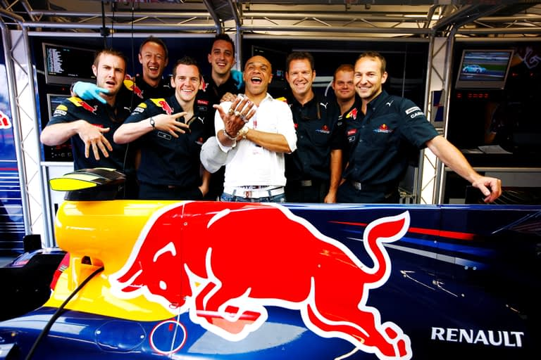 GEPA-11071099002 - FORMULA 1 - Grand Prix of Great Britain 2010, Silverstone. Image shows Goldie and the Red Bull Racing team. Photo: Mark Thompson/Getty Images - For editorial use only. Image is free of charge.